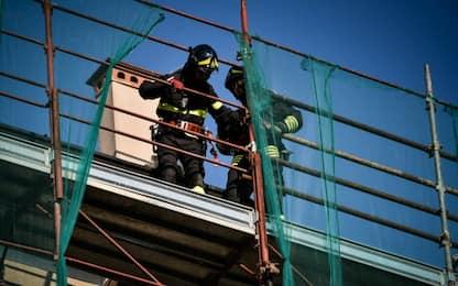 Incidente sul lavoro a Milano: operaio precipita da 7 metri, è grave