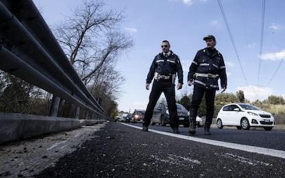 Ciclisti falciati da auto pirata, uno è ferito gravemente
