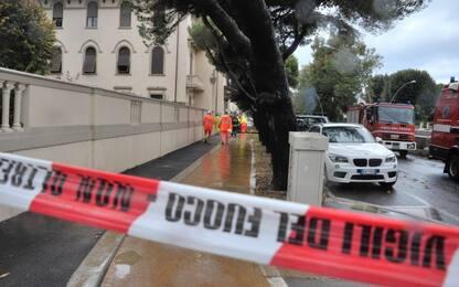 Roma, maltempo: cade dal tetto e travolge figlio. Morto 14enne