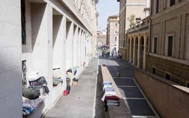 clochard-senza-tetto-vaticano-roma-ansa