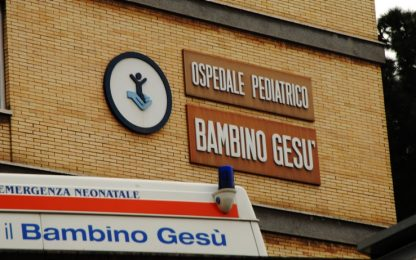 Scoliosi estrema, intervento riuscito su bimbo di 5 anni a Roma