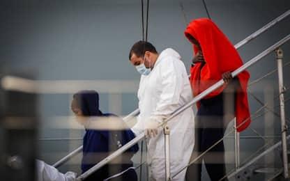 Migranti, sbarco con 26 donne morte: fermati 2 presunti scafisti