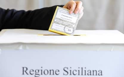 Elezioni Sicilia, scattano foto al voto su scheda: diversi denunciati