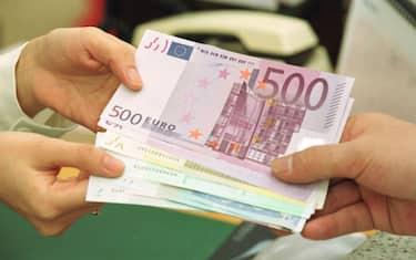 GettyImages-denaro_usura
