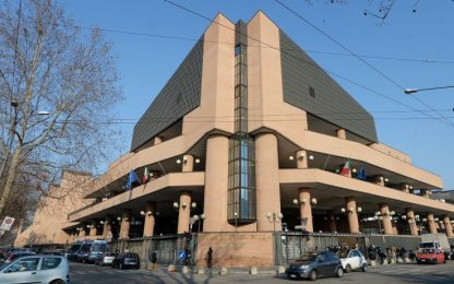 Torino, appesi manifesti contro la Tav davanti al Tribunale