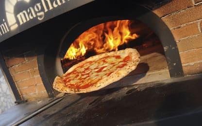 Gessate, prenotano 60 pizze ma non le ritirano: cibo ai senzatetto