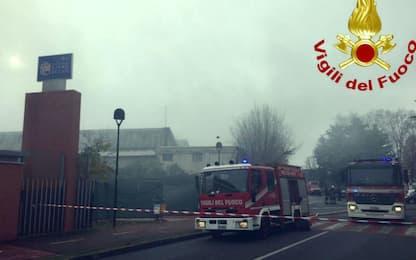Incendio in un capannone nel Milanese, trovato un corpo carbonizzato