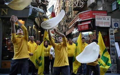 Napoli, festeggiamenti per celebrare la pizza patrimonio dell'Unesco