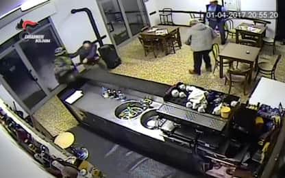 """Così """"Igor"""" ha ucciso il barista di Budrio, diffuso video della rapina"""