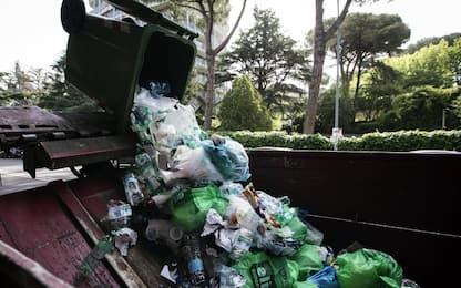 Roma, danneggiati due mezzi Ama in zona Monteverde nella notte