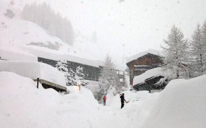 Neve, Cervinia non è più isolata: riaperta strada che porta in paese