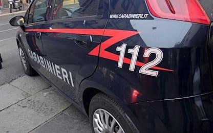 Roma, danneggia la vetrata di un bar e insulta carabinieri: denunciato