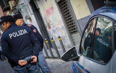 polizia-napoli-ansa