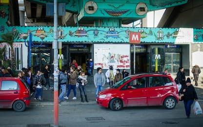 Napoli, sferra un pugno a un tabaccaio in metro di Chiaiano: arrestato