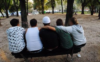 Baby gang minaccia due ragazzi in un parco di Ostia: un denunciato