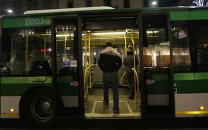 Milano, ubriaco rompe finestrino autobus e picchia autista: denunciato