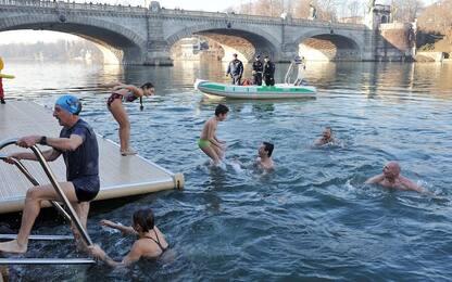 Torino, in 149 si tuffano nel Po per il 'cimento invernale'