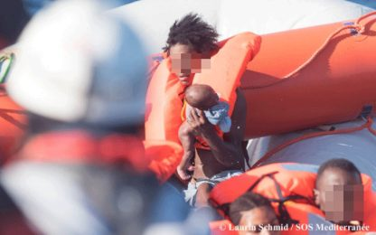 Migranti, gommone naufraga al largo della Tunisia: tre morti