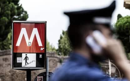 Pestarono coetaneo in metro a Roma, arrestati otto minorenni