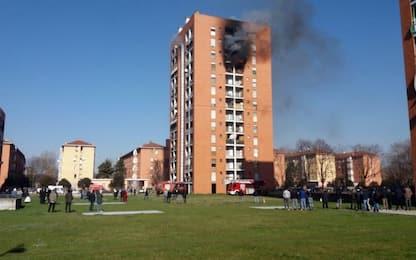 Milano, incendio in appartamento: 13 intossicati, grave un adolescente
