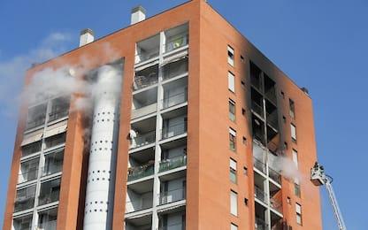 Milano, incendio palazzo Quarto Oggiaro: è morto il 13enne intossicato