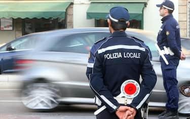 polizia-locale-ansa