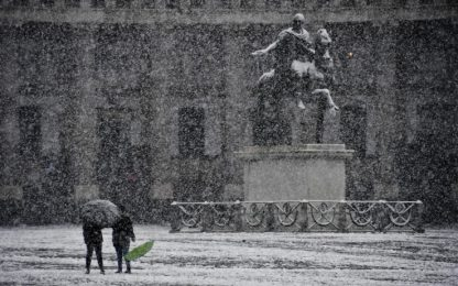 Neve a Napoli, disagi per trasporti