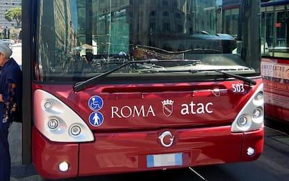 Roma, parcheggia autobus sotto casa: sospeso autista dell'Atac