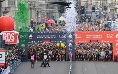 Milano, in migliaia per la maratona