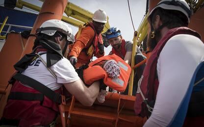 La nave Aquarius al porto di Trapani con 537 migranti a bordo. FOTO