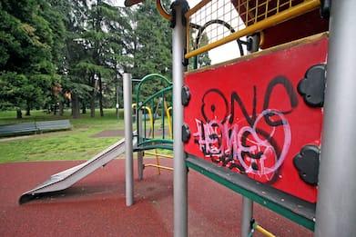 Torino, resta incastrato su giostra bimbi: 24enne dovrà pagare danni