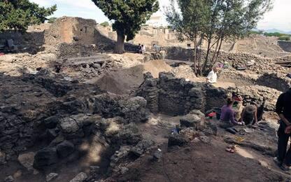 Ruba pezzi di mosaico agli Scavi di Pompei, bloccata turista inglese