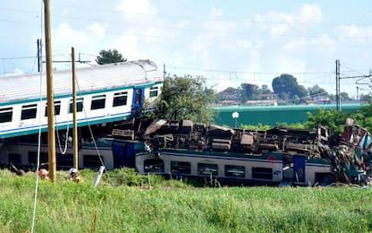 Scontro treno-tir a Caluso, il momento dell'impatto: video