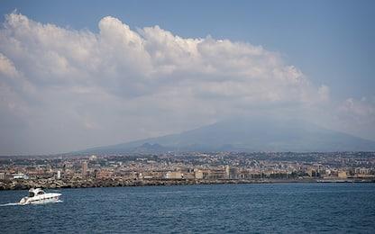 Etna, colata lavica dal nuovo cratere di Sud-Est