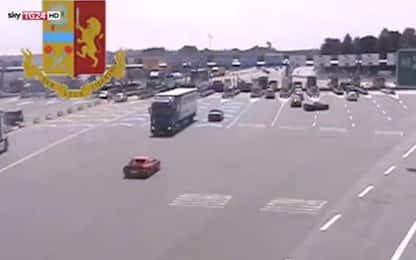 Tir contromano sulla A9: autista fermato e patente ritirata. VIDEO