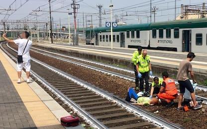 Piacenza, investita dal treno: ragazzo si fa selfie durante i soccorsi