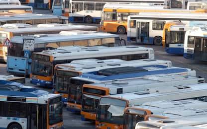 Lancia bottiglia su parabrezza di un tram a Palermo, indagini in corso