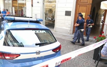Udine, spara all'ex moglie e si uccide dentro lo studio del notaio