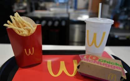 Ordina un the da McDonald's, trova bustine di cannabis nel bicchiere