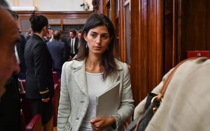 Processo Raggi, pm chiede condanna a 10 mesi per falso