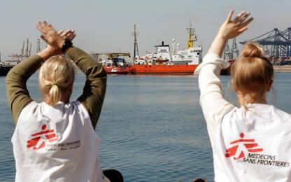 Nave Aquarius arriva a Valencia: dopo 9 giorni migranti toccano terra
