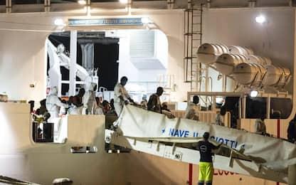 Pozzallo, sbarcati i 509 migranti a bordo della nave Diciotti