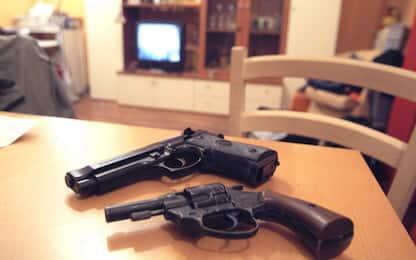 Armi clandestine in casa: denunciato 83enne nel Torinese