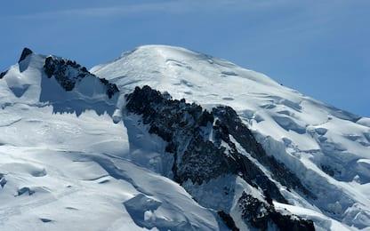 Monte Bianco, in un video il distacco di un'enorme massa di ghiaccio