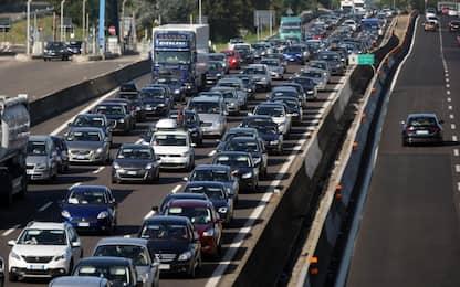 Fiumicino, fumo per sterpaglie bruciate: ripercussioni sul traffico