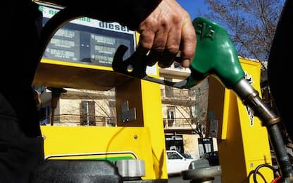 Aumento prezzo benzina: in salita costo al self service e al servito
