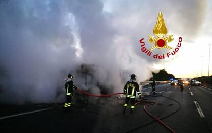 Di nuovo fiamme su un autobus a Roma, è il 19esimo caso da inizio anno