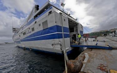 traghetto-porto-ansa