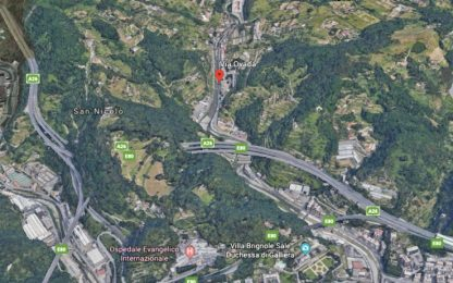 Genova, cade intonaco da viadotto autostrada A26: chiusa una via