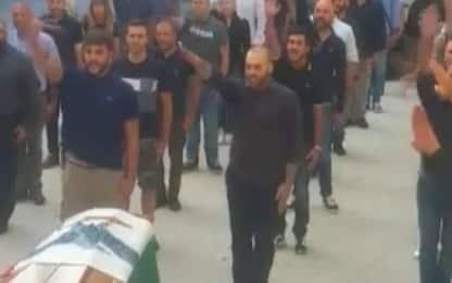 Saluto romano al funerale del professor Todini: polemiche a Sassari